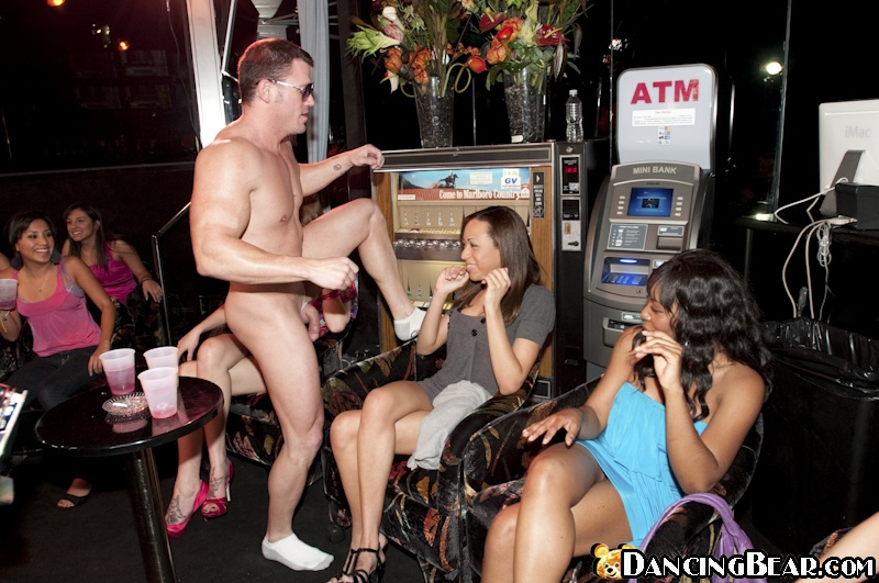 ахуенный стрептиз в баре с порно